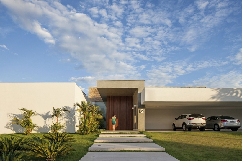 Simple Modern House - Casa TB by Aguirre Arquitetura