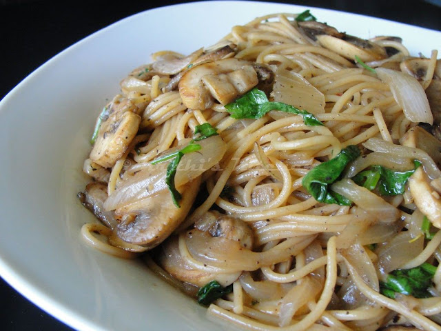 ... Kitchen: Spaghetti with Mushrooms and Onions / Pasta in Mushroom sauce