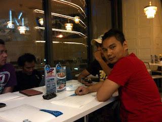 Makan malam di Siam Square