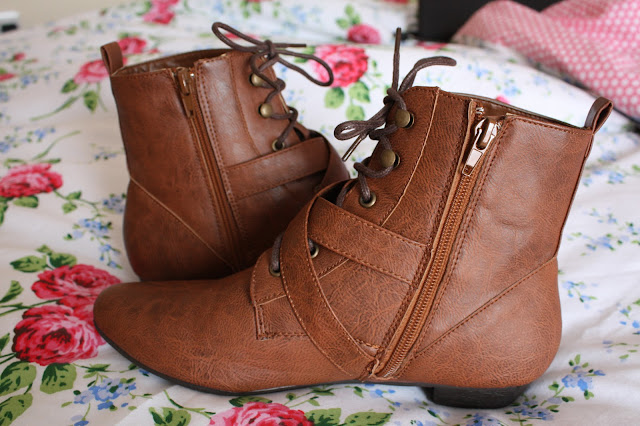 Pixie boots heeled and zip