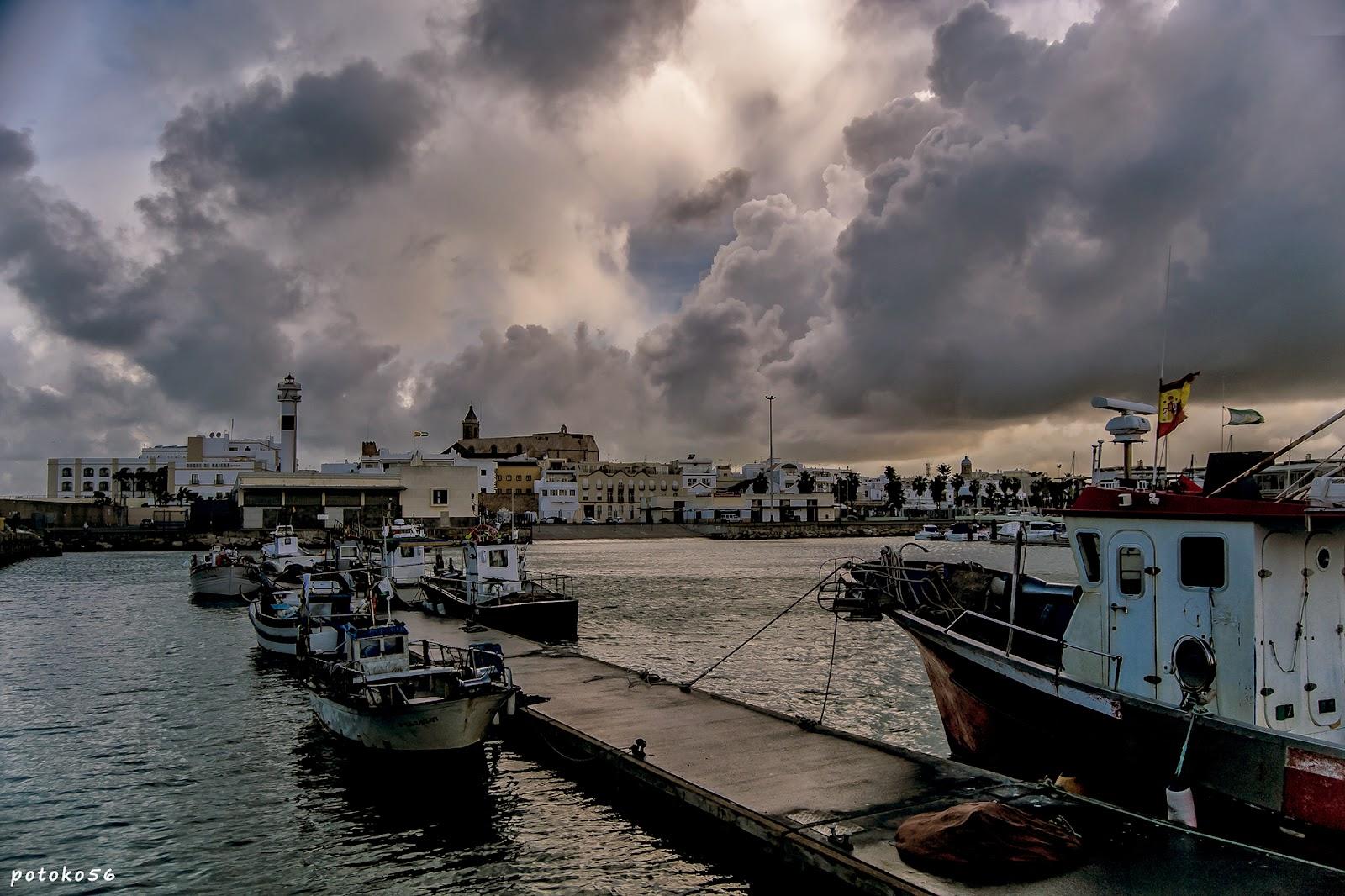 Nubes por el Muelle de Rota