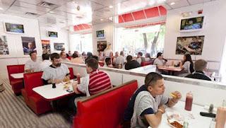 مطعم يقدم وجبات تصيب 'السكتة
