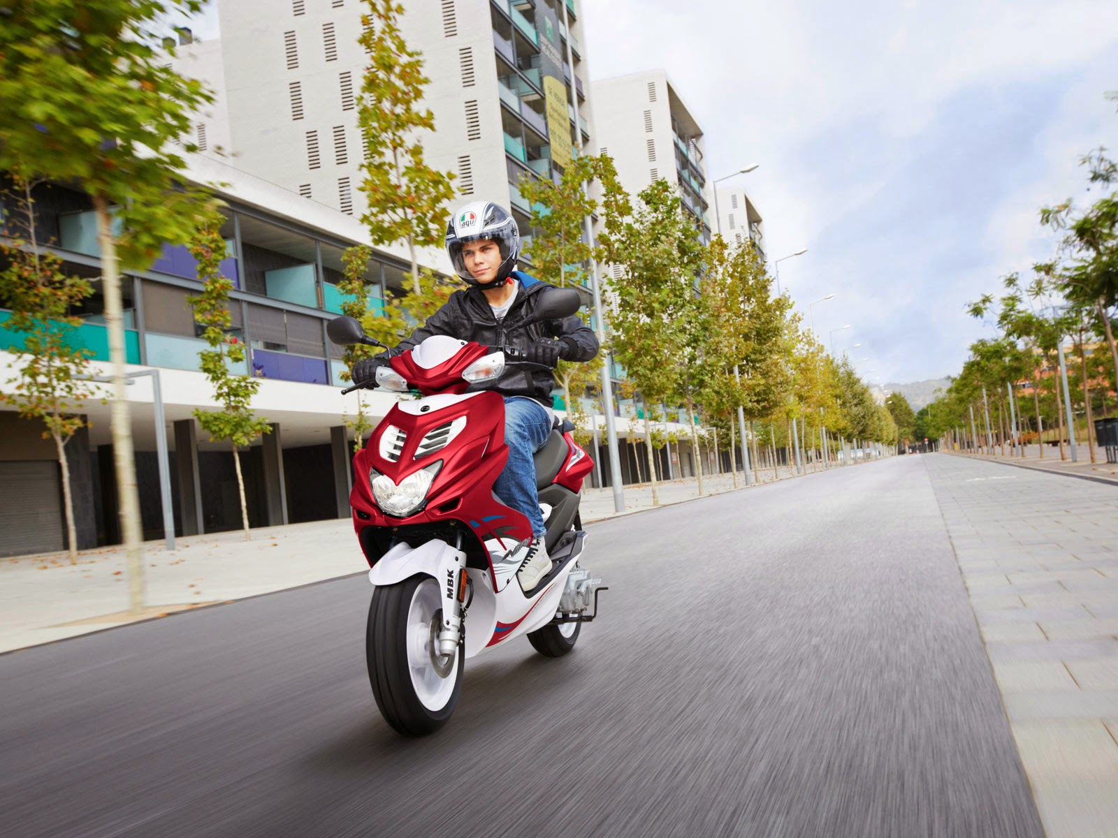 MBK Nitro New Red Scooty HD Images