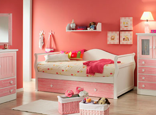 Habitacion infantil rosa y blanca veteada con cama nido for La gondola muebles