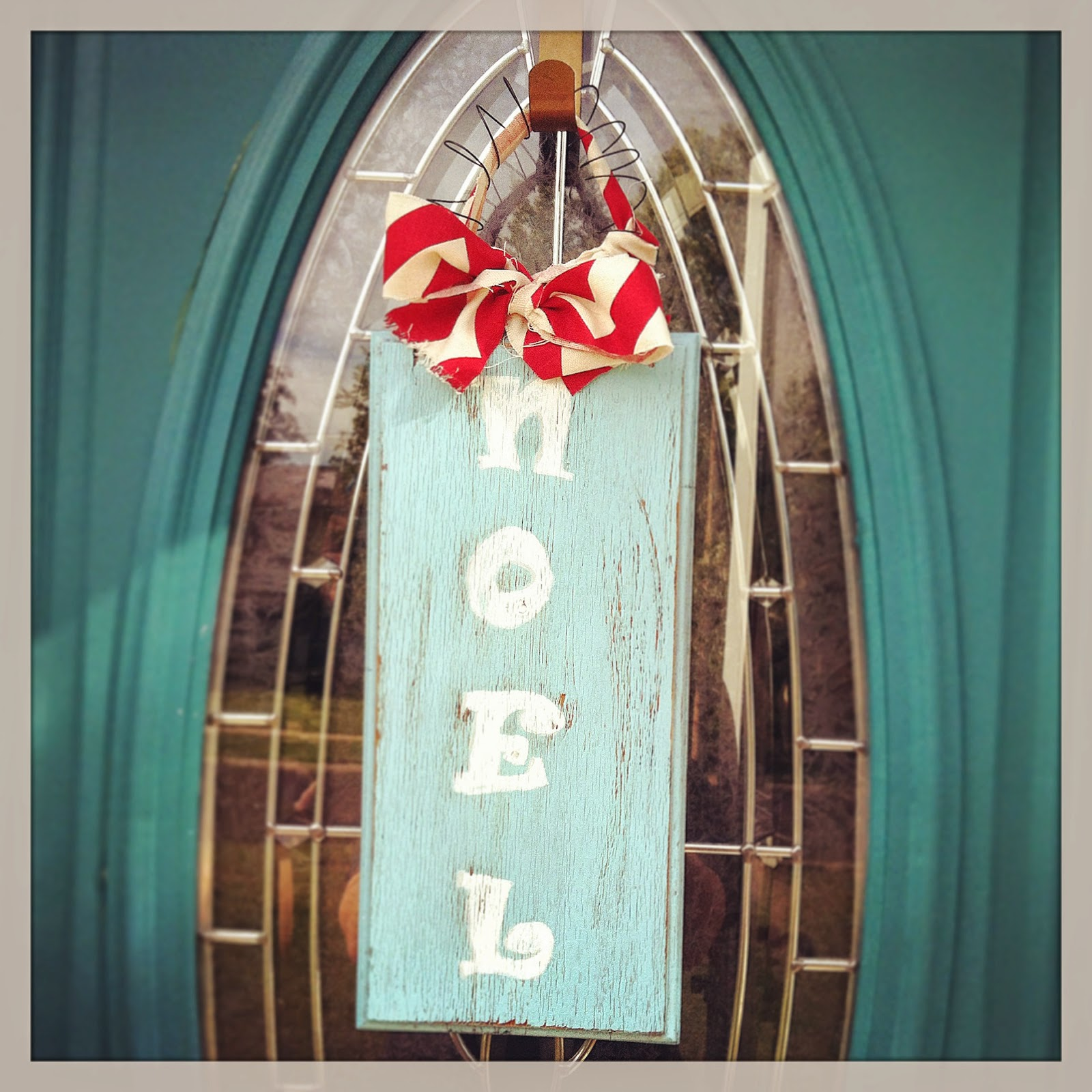 DIY Reclaimed Wood Noel Door Hanger