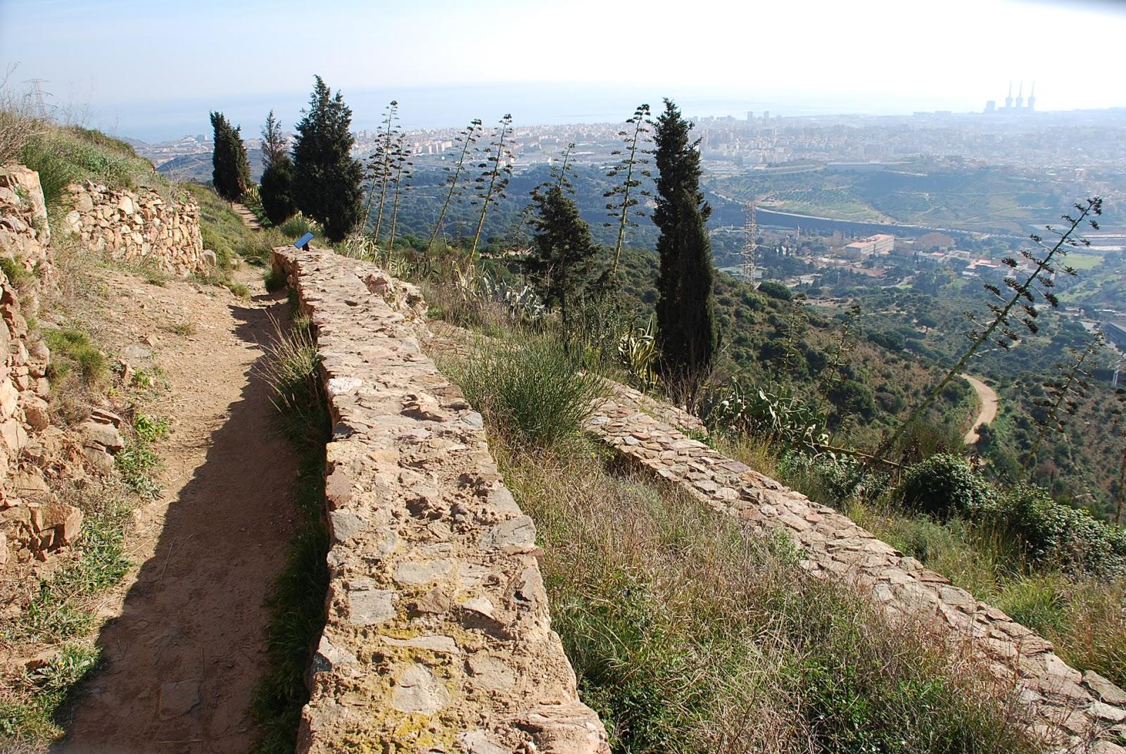 Peque a monta a senderismo en familia puig castellar o for Chiquipark en santa coloma de gramenet
