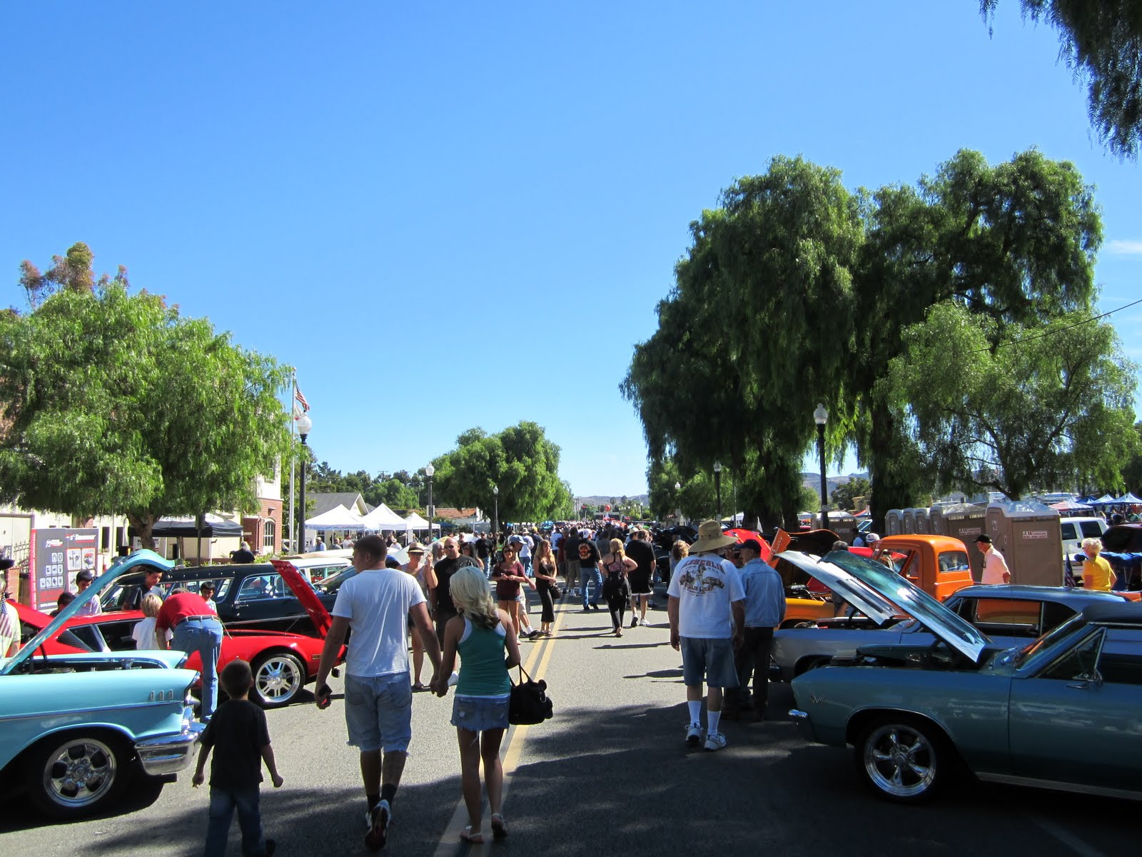 Covering Classic Cars : Roamin\' Relics Car Show: Moorpark, Ca