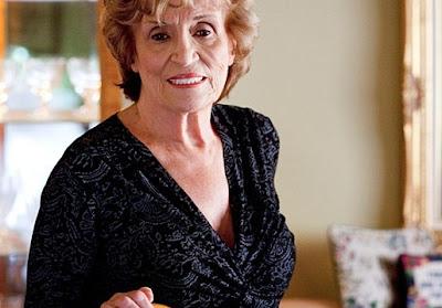 Nenek, 83, buat payudara implan