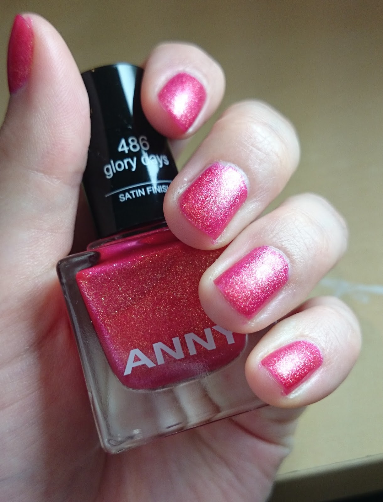 Anny Nagellack 486 Glory Days Satin Finish aufgetragen
