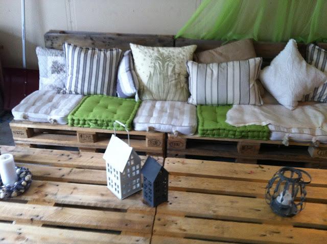 Her er bildet av min laange sofagruppe og bord av paller den er