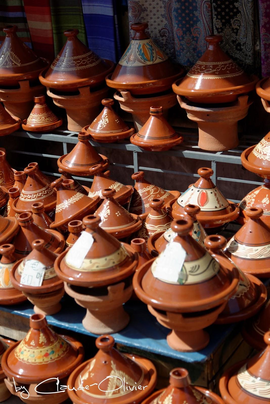 1001 recettes un petit go t du maroc tajine de poulet au - Cuisiner avec un tajine en terre cuite ...