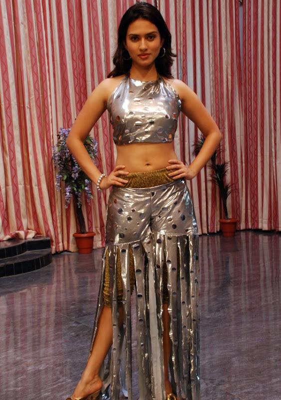 Gowri Pandit Hot Stills Gowri Pandit Hot Photos from Nithya pellikoduku Photoshoot images