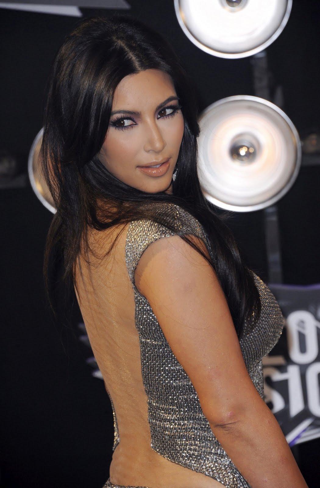 http://2.bp.blogspot.com/-6nIwDrpc8CE/TqQBYocZseI/AAAAAAAAFTo/KsFdUyarFcc/s1600/Kim-Kardashian-55.jpg