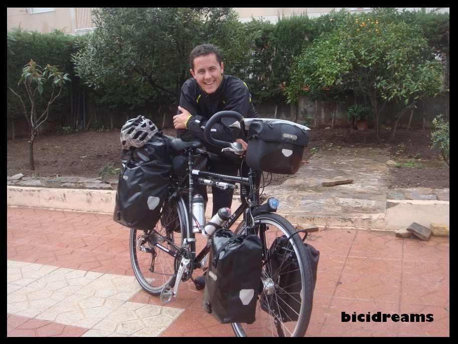 Daniel Orenes y su bicicleta (vuelta al mundo)
