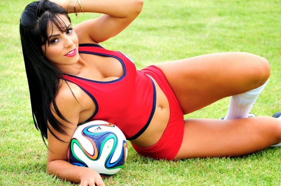 Priscila Colar nas cores da Seleção Costarriquenha de Futebol - Bela do Mundial