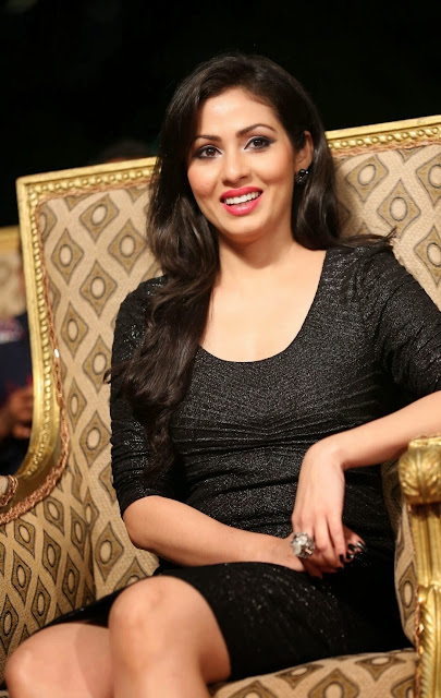 Actress Sadha Latest  Pictures in Mini Dress at Gama Awards 2014 6.JPG
