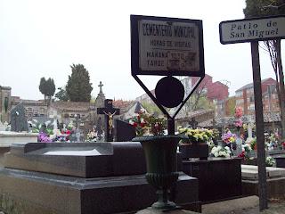 Tumba de Valeriano Salas , una de las primeras del Cementerio