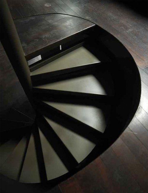 decoracao de paredes de escadas interiores: na perfeição com o solo do rés-do-chão, de onde se inicia