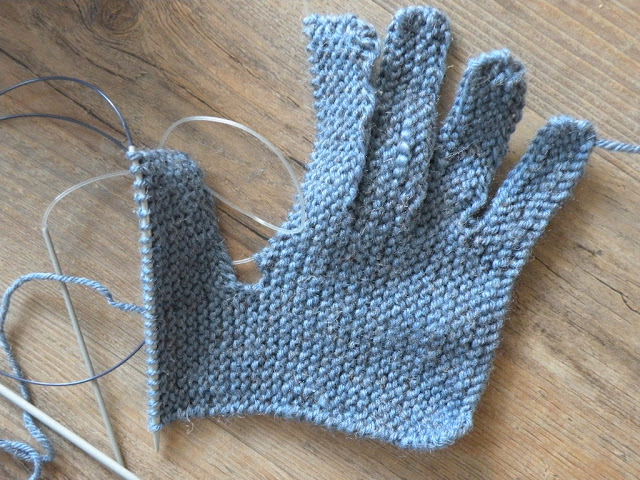 Just Skirts and Dresses: Knitting gloves on two needles - 1943 pattern (1/2)