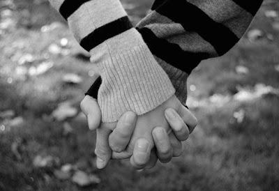 Mãos Dadas, Holding Hands