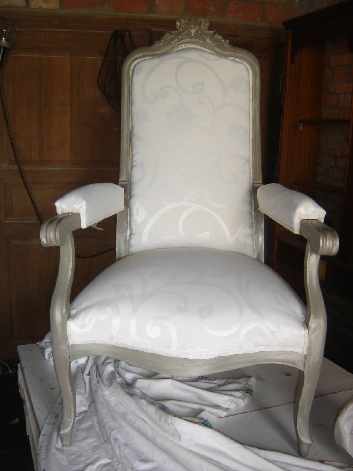 Atelier du baron fauteuil voltaire - Capitonner un fauteuil ...