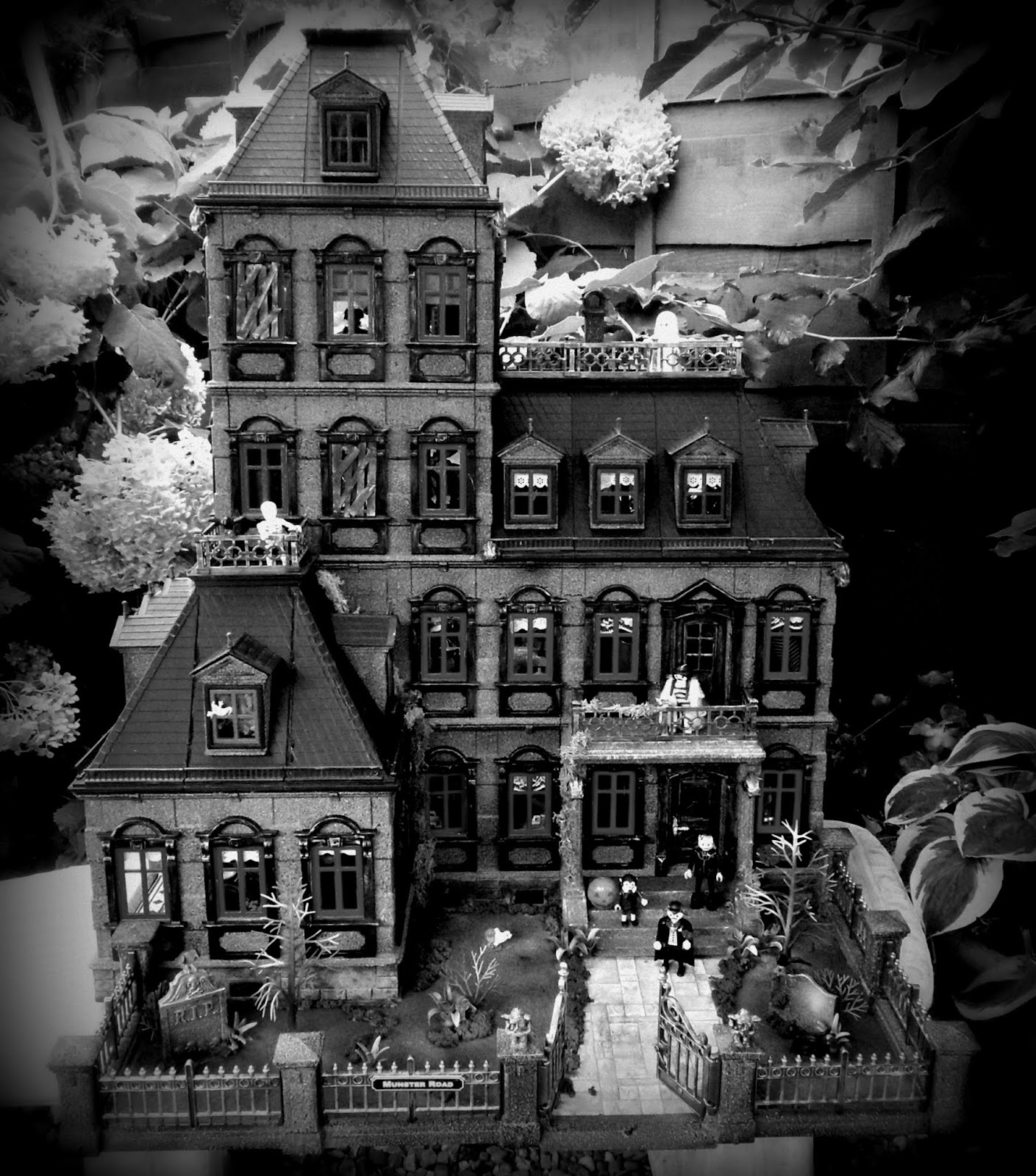 Gothic Houses gothic horror house ~ emma.j's creations