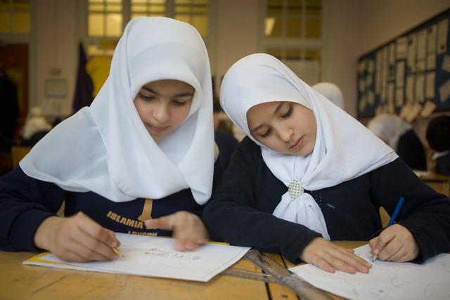 Keutamaan Mendidik Anak Perempuan