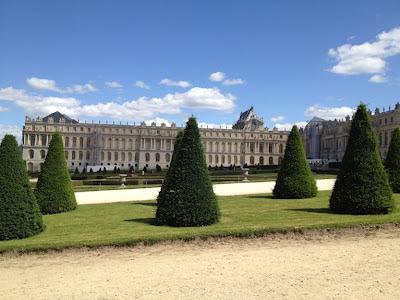 """Los Jardines de Versailles son el modelo por excelencia del jardín regular """"de estilo francés"""". Acondicionados por André Le Notre desde el año 1661, luego modificados y completados por Jules Hardouin-Mansart."""