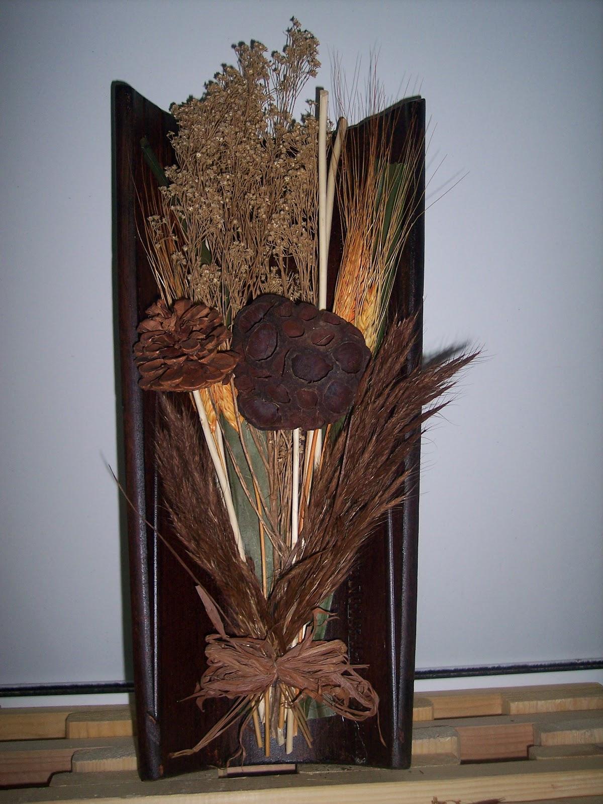 El picoteo de los colores tejas de pared con flores secas for Puertas de tejas decoradas