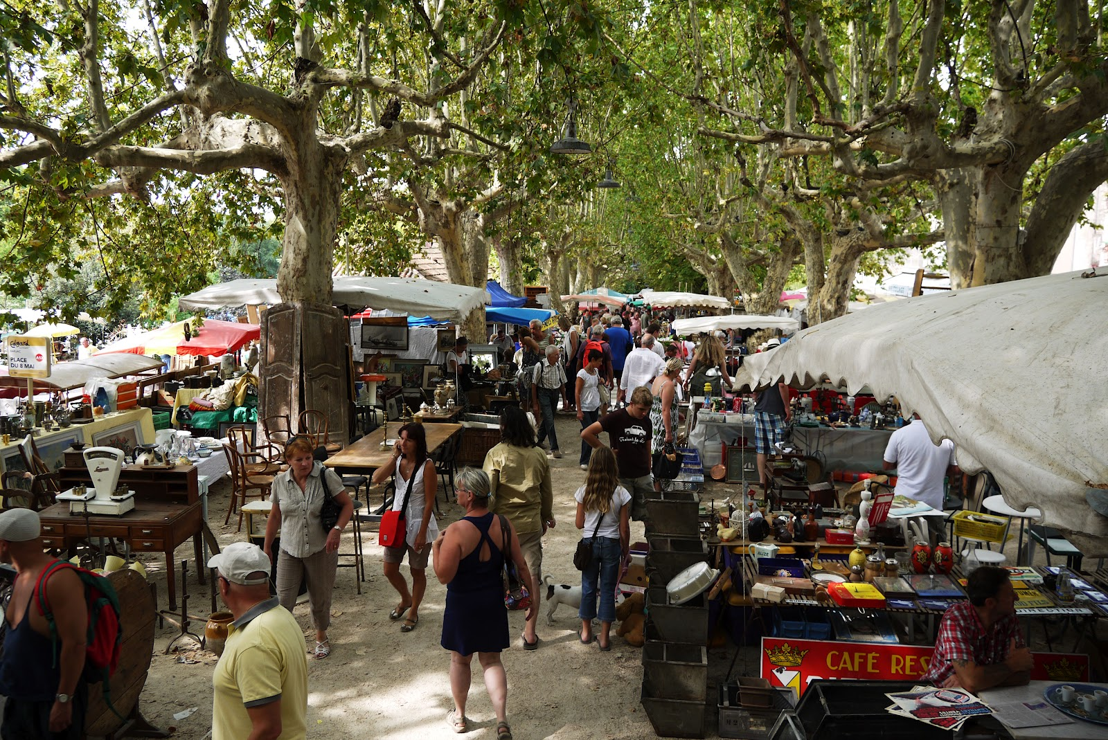 Going brocantes in barjac for Antique marketplace
