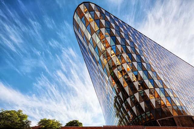 04-Karolinska-Institutet-Aula-Medica-by-Wingårdh-Architects
