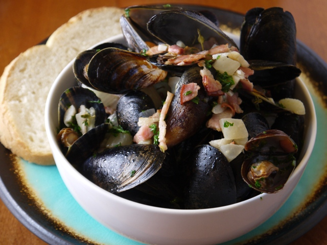 Clockwatching Tart: Mussels with Bacon and Fennel