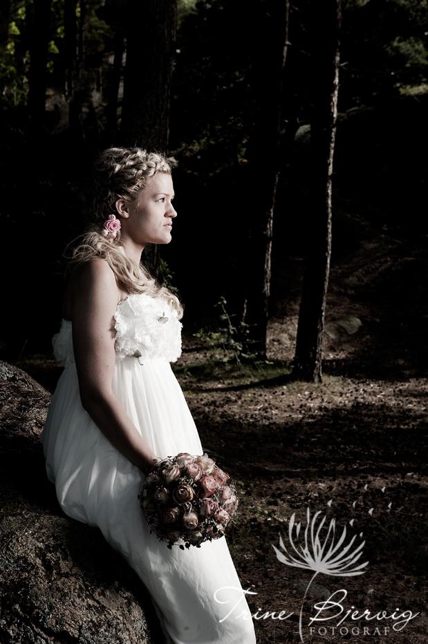 Brud i skogen, Bryllupsfotograf i Tønsberg, Trine Bjervig