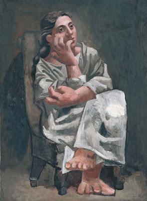 Mulher sentada num cadeirão