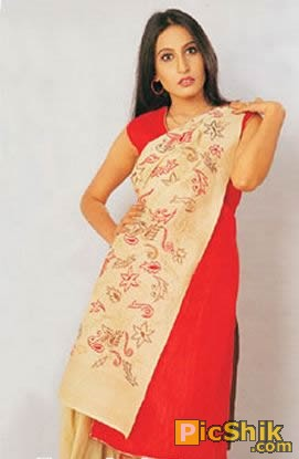Punjabi Mujra dancer Saima Khan latest hot celebrities pictures.