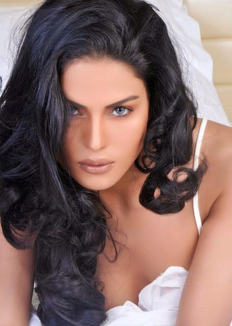 Foto Veena Malik Artis Pakistan Pakai Bikini Menggoda