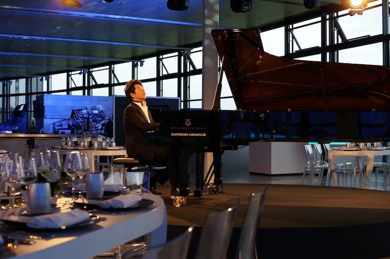 グランドピアノをイメージした「ブガッティ・ヴェイロン・グランドスポーツ・ヴィテッセ・ランラン」