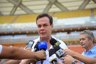 Em visita à Arena da Amazônia, vice-governador Henrique Oliveira defende Manaus como sede de futebol das Olimpíadas 2016