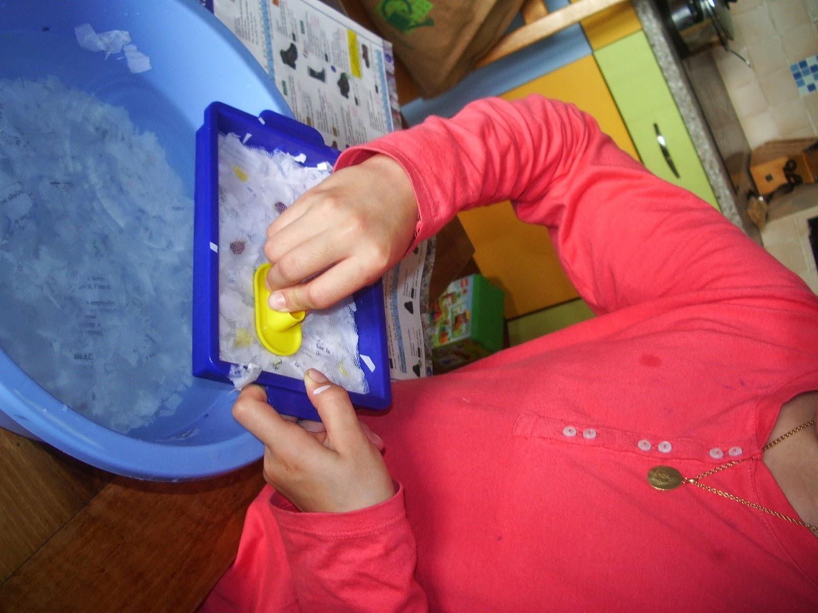 Sortir l'eau de la pâte à papier