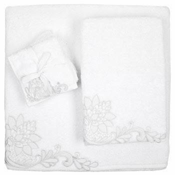 toalla con flores bordadas