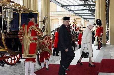 Presiden SBY dan Ratu Elizabeth II Menaiki Kereta Kuda Kerajaan