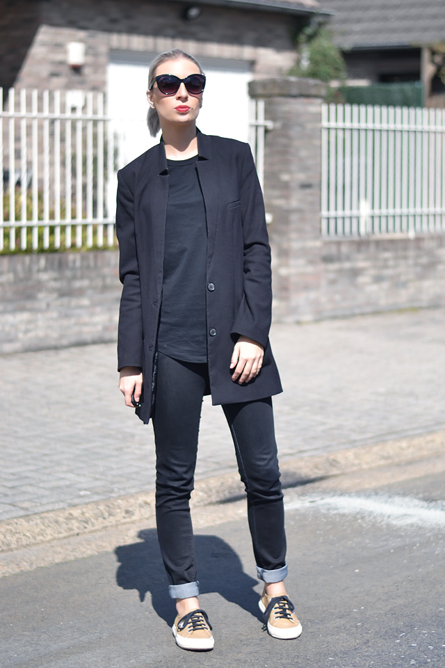 Wearing: H&M boyfriend blazer, asos baseball top, long blazer, all black, outfit, street style, superga, sneakers, camel
