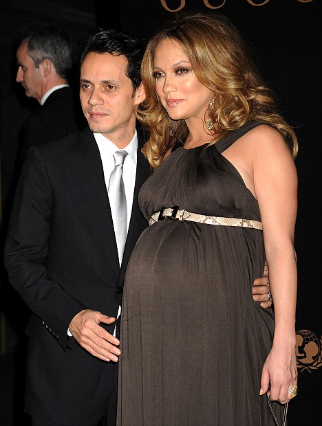 Fashionably Pregnant: Jennifer Lopez