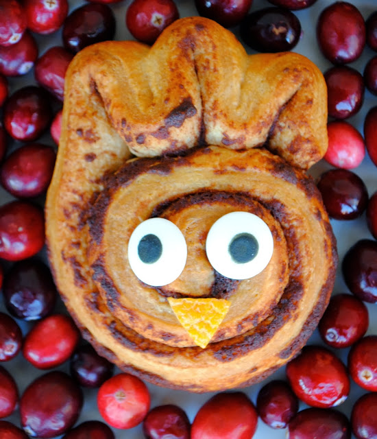 Thanksgiving Breakfast - Turkey Cinnamon Rolls | www.jacolynmurphy.com