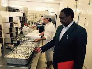 Il direttore del padiglione del Gabon in visita alle aziende jesine