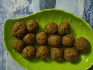 http://cookingclub17.blogspot.in/2014/05/kollu-thokku.html