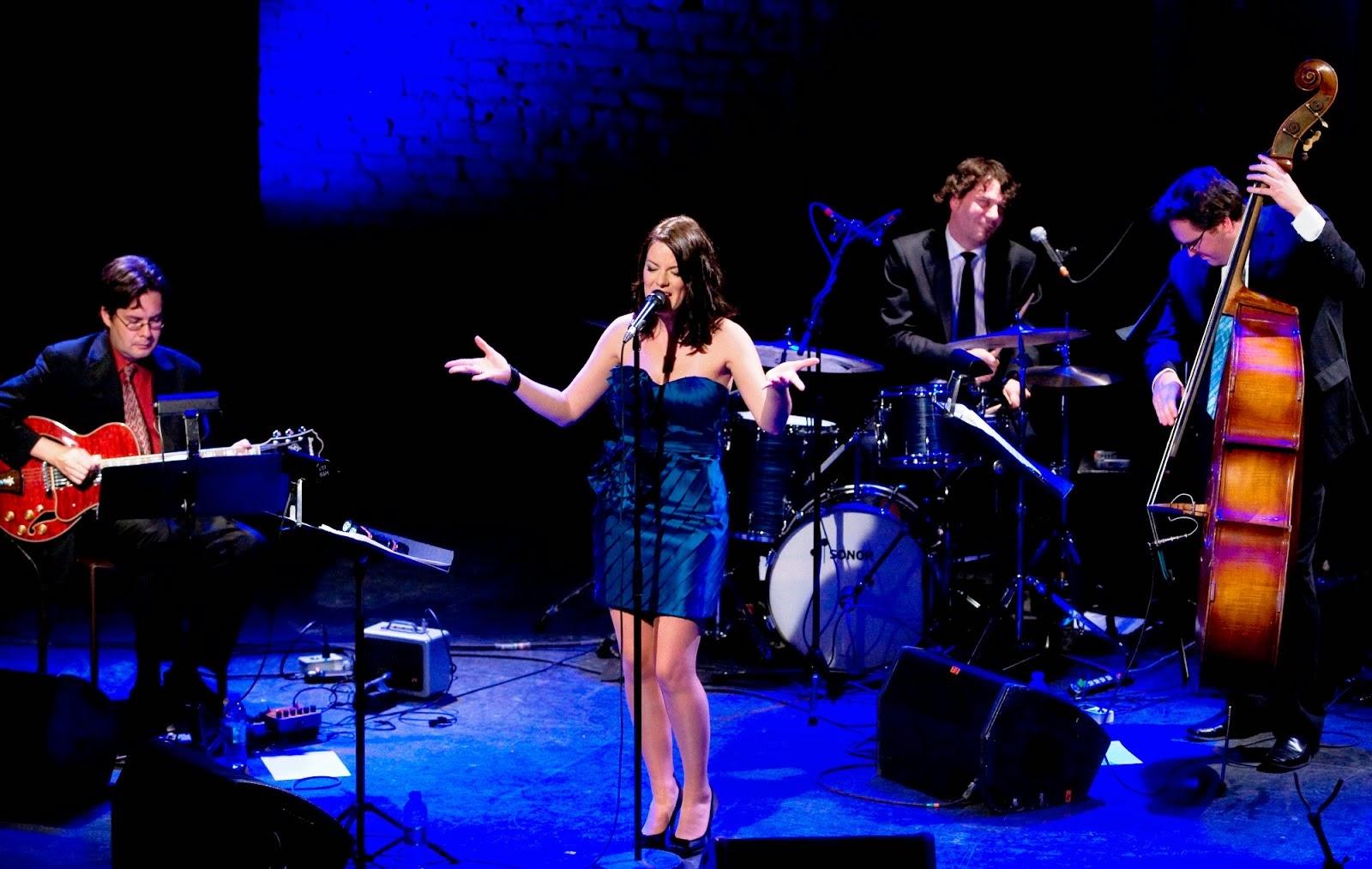 Emilie-Claire Barlow canta C´est si bon . Esta noche en el Blues Carichi