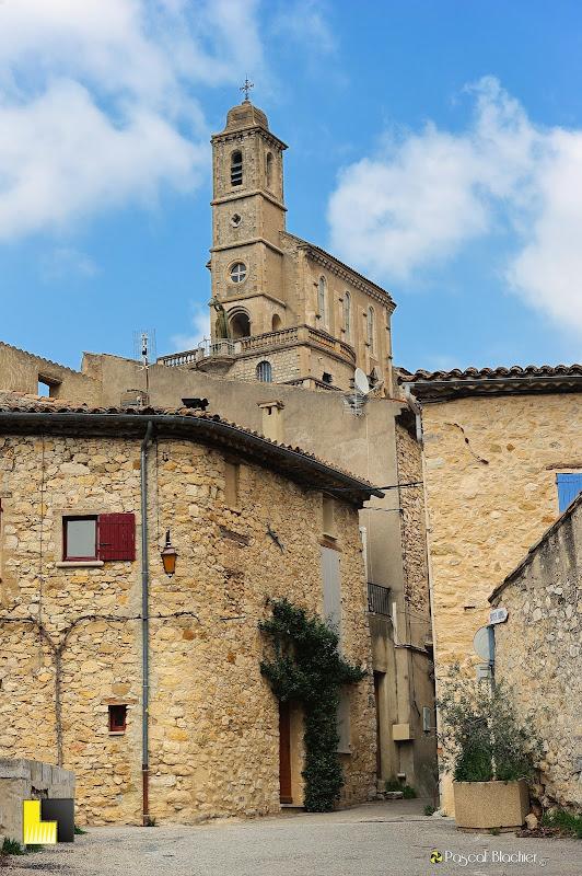 l'église de pierregourde vue des ruelles photo pascal blachier