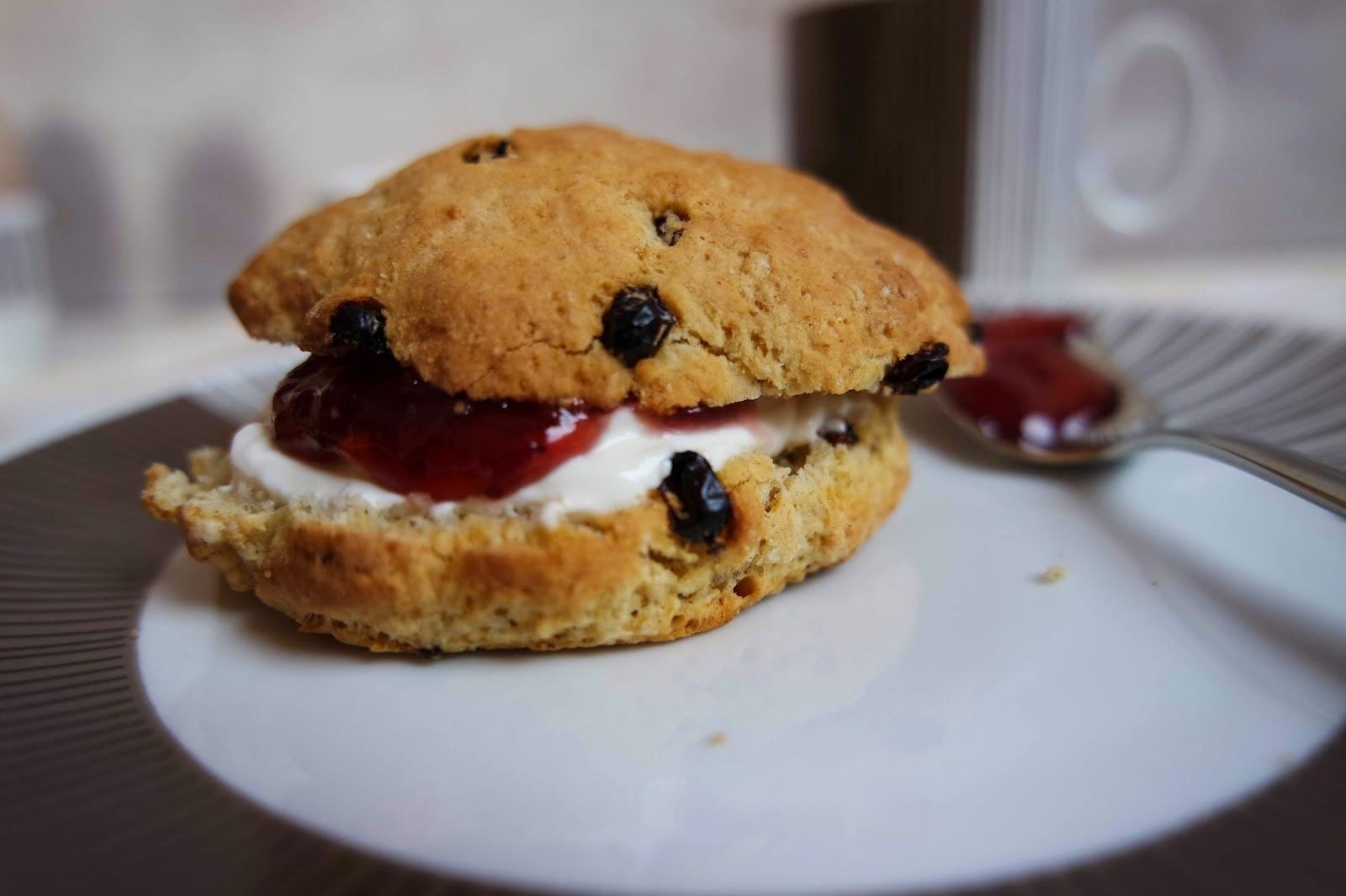 barberry scones mit clotted cream ela 39 s k chenzauber. Black Bedroom Furniture Sets. Home Design Ideas