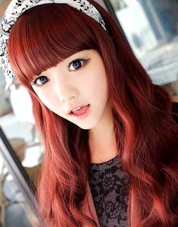 Rambut Wanita Berwarna Merah
